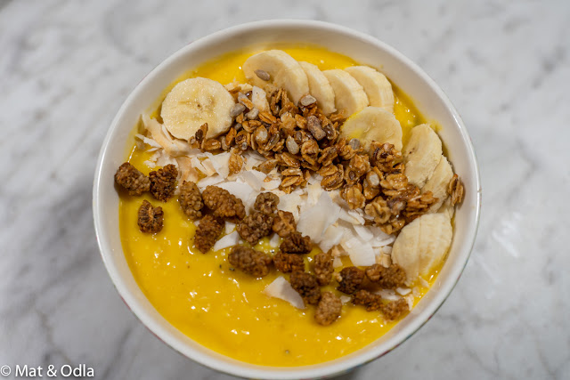 Smoothiebowl med mango och gurkmeja