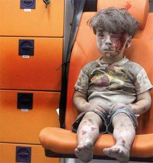 Omran-Daqneesh-bambino-siriano-macerie-ambulanza