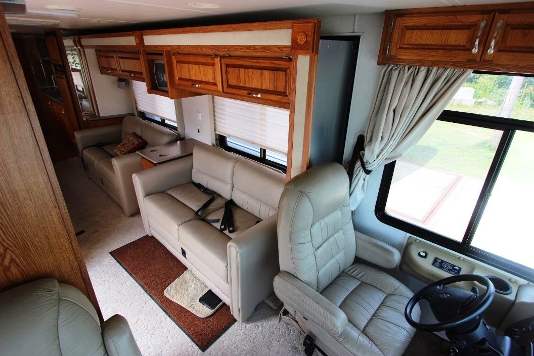 Interior: Used RVs 2000 Monaco Socialite 28ft RV For Sale By Owner