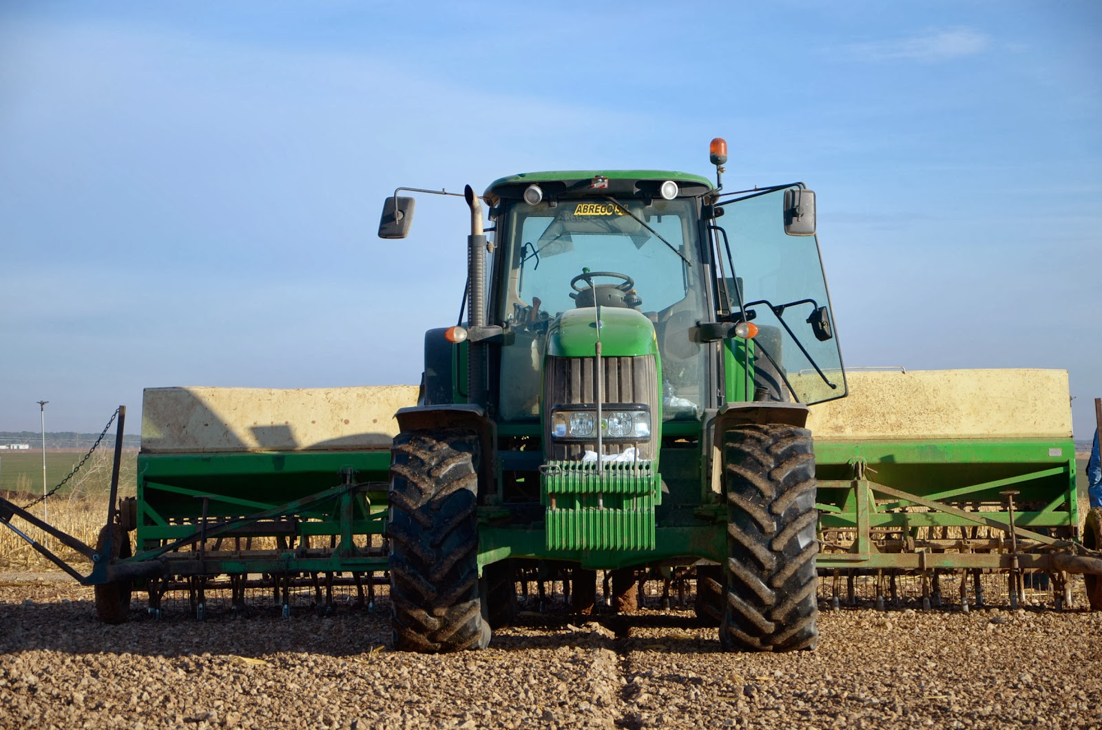 John Deere 7430 Premium & two twins Solano-Horizonte mechanical precision seed drills