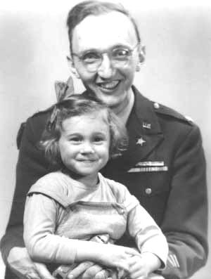 Paul Linebarger con la figlia Rosana, 1945.