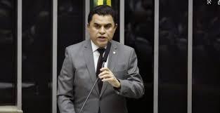 Operação Pés de Barro prende prefeito e assessores e afasta deputado