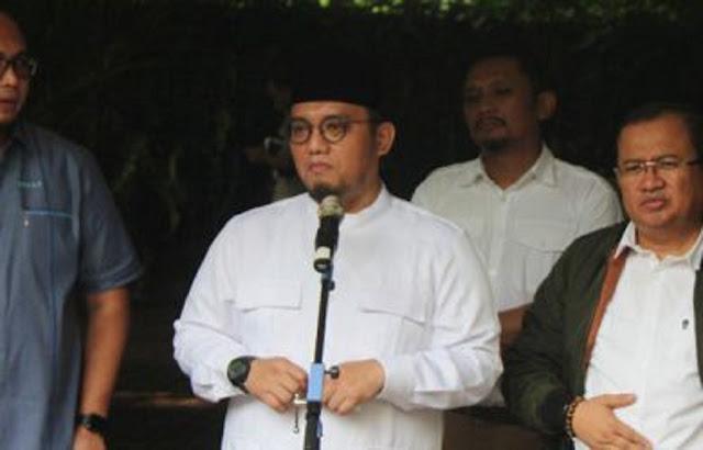 Selain Aceh, wacana referendum Sumatera Barat (Sumbar) juga mencuat di media sosial. Beberapa warganet menyuarakan referendum Sumbar.