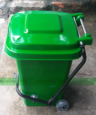 thùng rác y tế có đạp chân và bánh xe với udng tích 60 lít, thuận tiện cho việc bỏ rác và vận chuyển thùng từ nơi này tới nơi khác