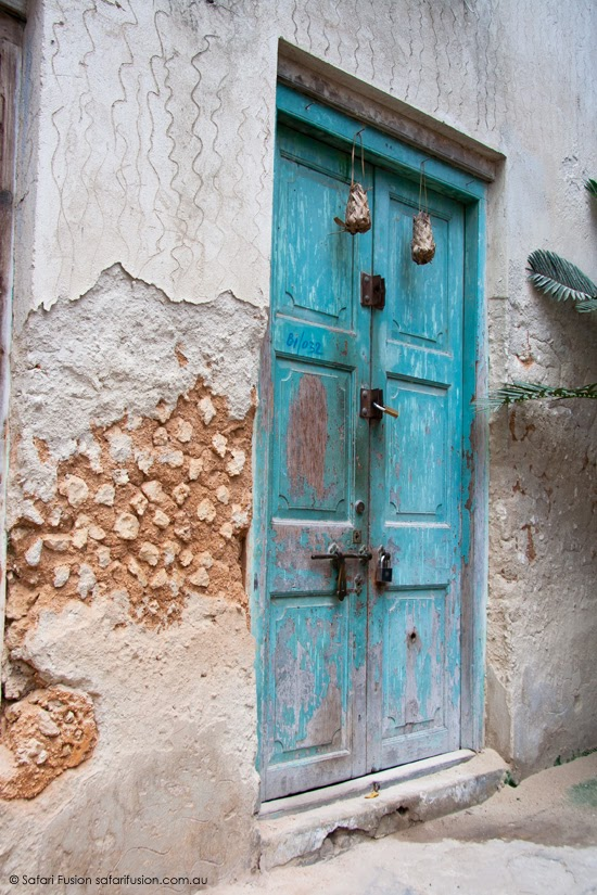 Safari Fusion blog | Africa wrap up | part 1 | The laneways of Zanzibar Old Stone Town | Blue door © Kellie Shearwood