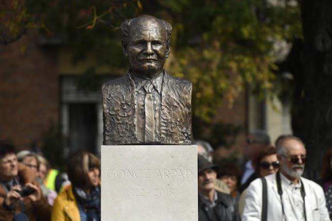 Felavatták Göncz Árpád szobrát a XIII. kerületben
