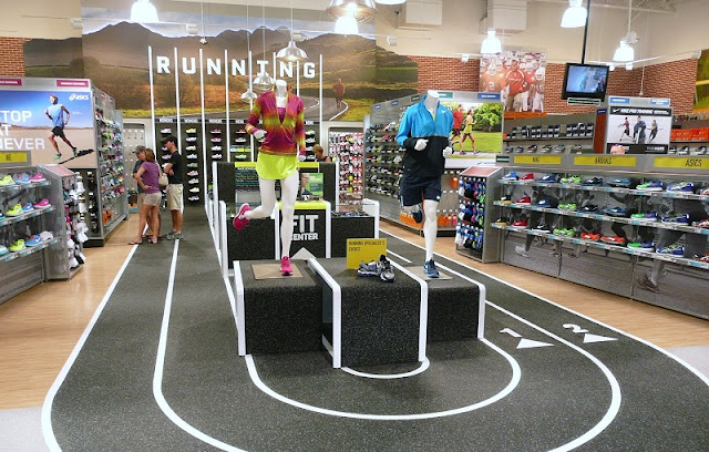 Compras na loja de esportes DICK'S Sporting Goods em Miami