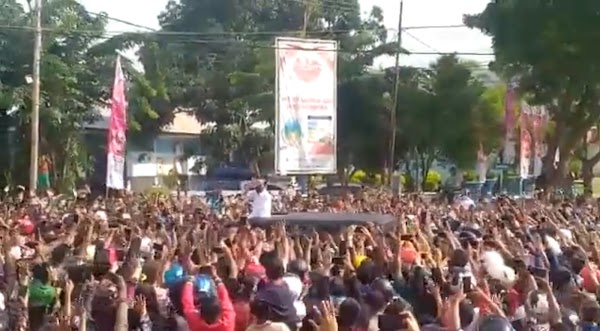 Kerumunan di NTT, Istana Sebut Jokowi Keluar Atap Mobil Ingatkan Warga Pakai Masker