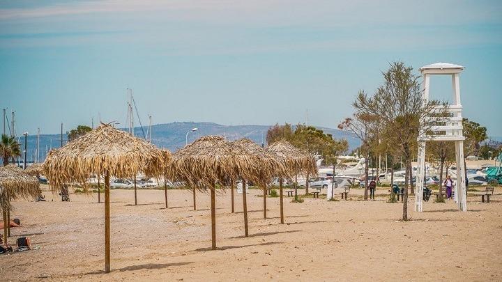 Ανοίγουν το Σάββατο οι παραλίες - Τη Δευτέρα φροντιστήρια