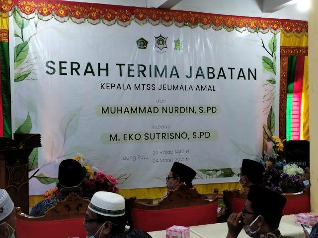 Kepala Madrasah Tsanawiyah Jeumala Amal Leung Putu Pidie Jaya Serah Terima Jabatan