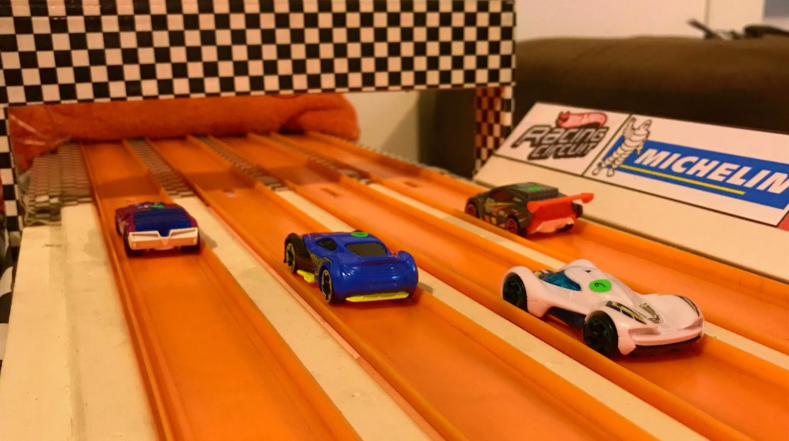 Race Hot Wheels