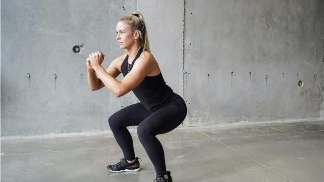 Bài tập squat không cần tạ