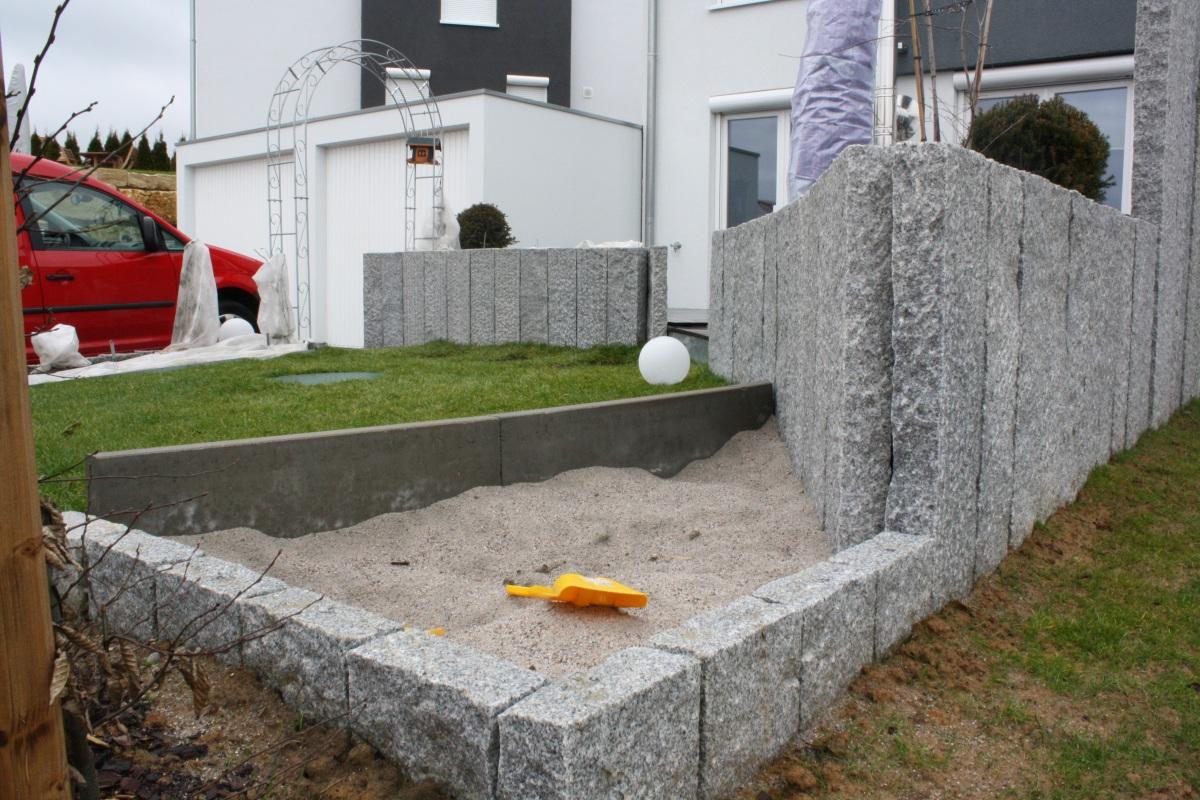 mostly3 mostly stone warum etwas granit einem garten ganz gut tut. Black Bedroom Furniture Sets. Home Design Ideas