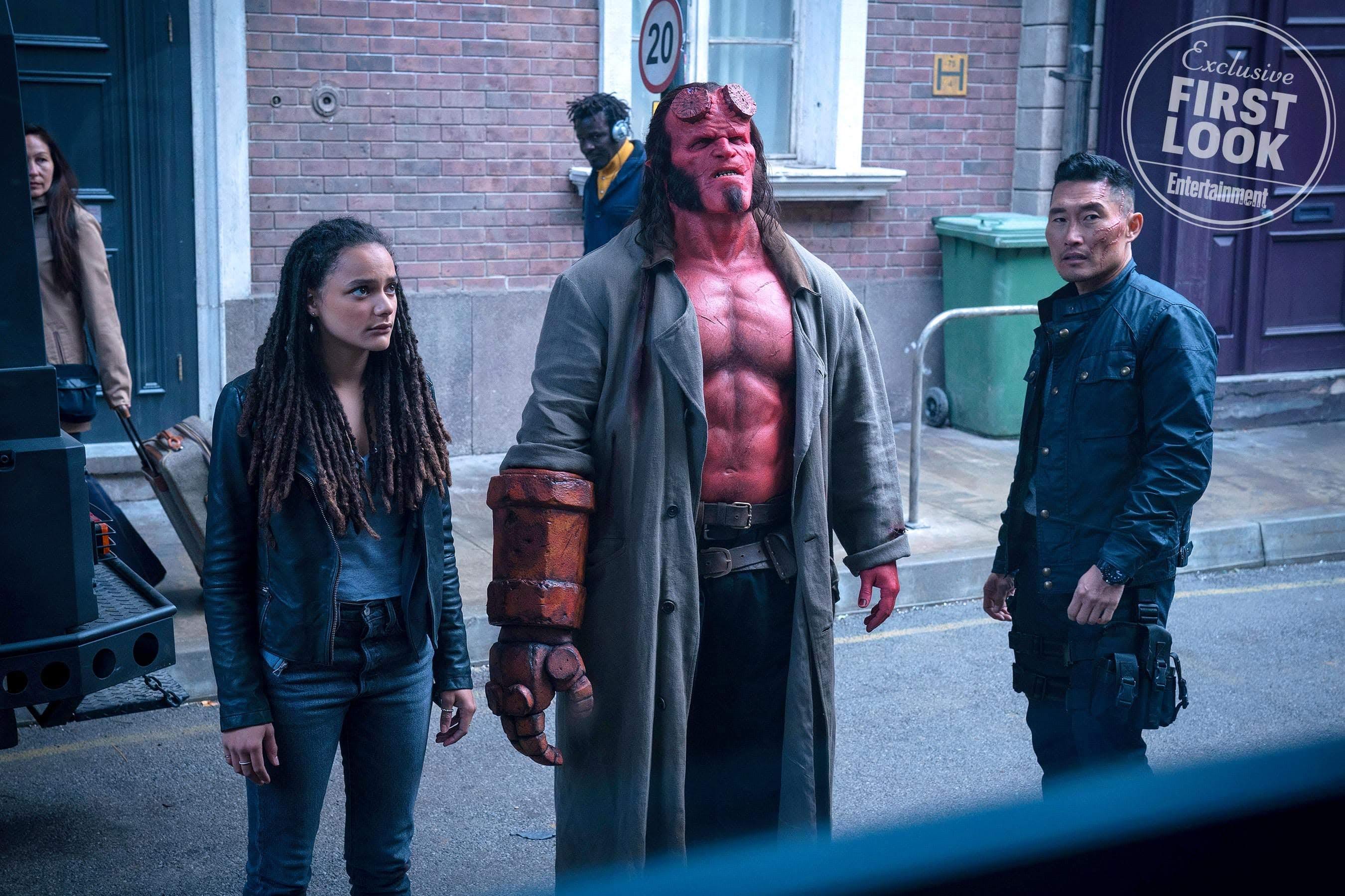 Hellboy : デヴィッド・ハーバー主演の新しい「ヘルボーイ」を配給するライオンズゲートが、告知した明日の予告編の初公開を今日とカン違いした失敗により、前倒しの1日早い公式リリース ! !