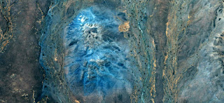 paisajes abstractos de los desiertos de África, Abstracto Naturalismo, abstractos fotografía desiertos de África desde el aire, el surrealismo abstracto, espejismo en el desierto del Sahara, las formas de fantasía de piedra en el desierto, azul