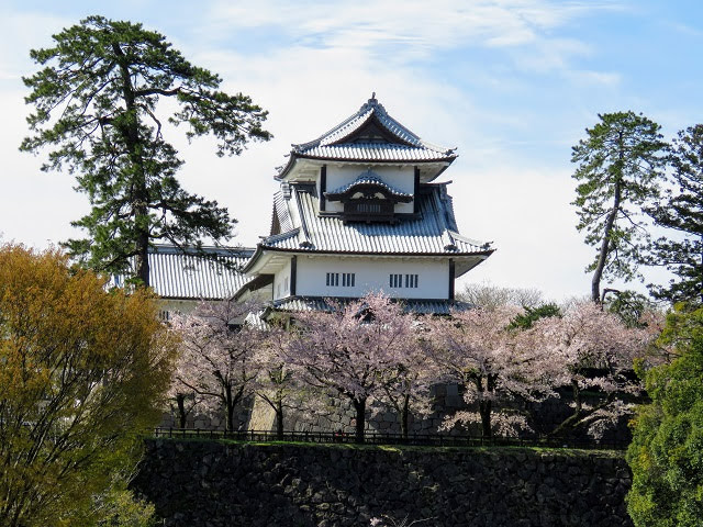 Japan in April: Kenroku-en gardens and view of Kanazawa Castle