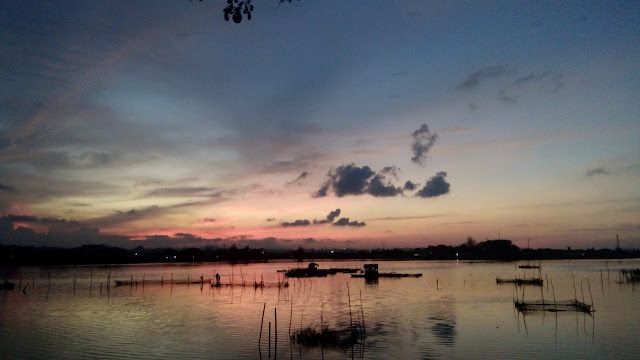 intip berita - The sun disappeared below the horizon to the west. photography from Aceh