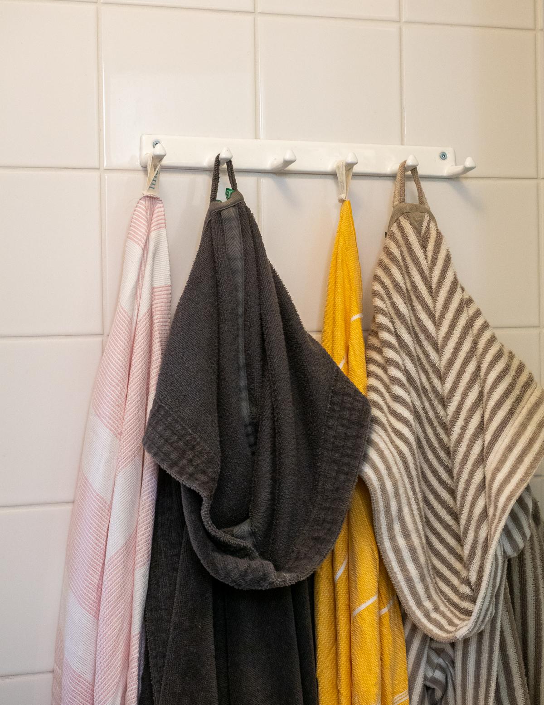 kylpyhuoneen naulakko