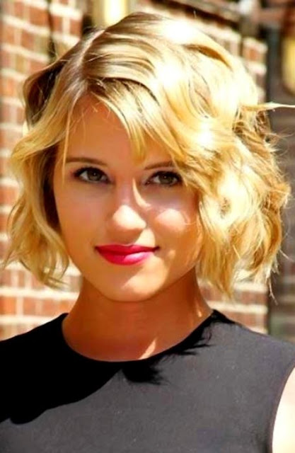 Short Wavy Hairstyle For Round Face Women