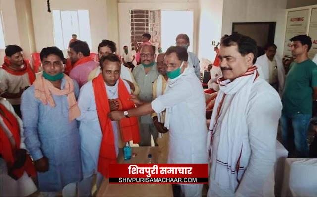उपचुनाव से पहले कांग्रेस को बड़ा झटका करैरा के कई कांग्रेस नेता भाजपा में शामिल / karera News