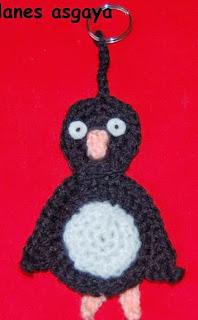 http://lanes-asgaya.blogspot.com.es/2013/08/pinguino-amigurumi-y-llavero.html