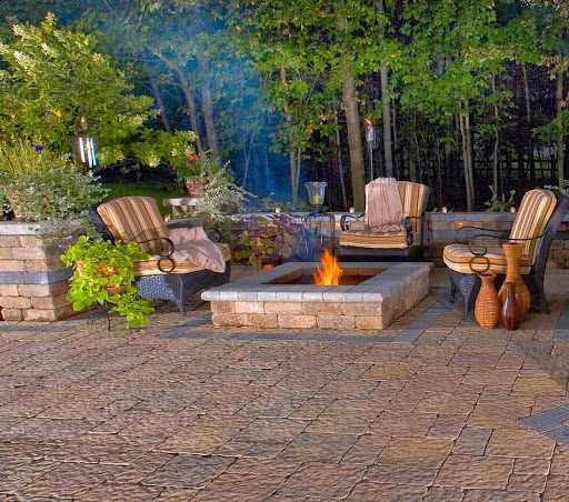 Backyard patio design idea with firepit; Outdoor patio with firepit; outdoor patio ideas; outdoor patio designs; outdoor patio design ideas; outdoor patio diy; backyard patio; backyard patio designs; backyard patio design ideas; backyard patio firepit; backy; backyard design ideas; diy backyard designs; diy bakyard patio; small backyard patio ideas