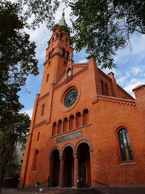 Spacer po Muranowie - Kościół św. Augustyna/A walk in the Muranow district in Warsaw, Saint Augustin church