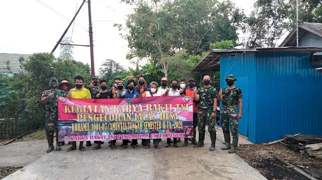 Mantapkan Kemanunggalan TNI-Rakyat, Koramil Amuntai Tengah Gelar Karya Bhakti