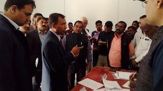 Jaunpur : मंडलायुक्त ने मुफ्तीगंज ब्लाक का किया निरीक्षण