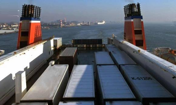 Lại phát hiện 25 người di cư trong container đông lạnh đi Anh