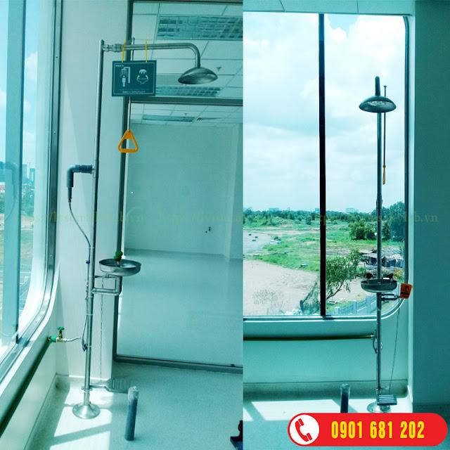 Bồn rửa mắt và tắm khẩn cấp, Vòi sen tắm và rửa mắt khẩn cấp
