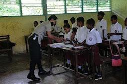 Polsek Numfor Barat Laksanakan Program Polisi Pi Ajar di SD Kampung Baruki