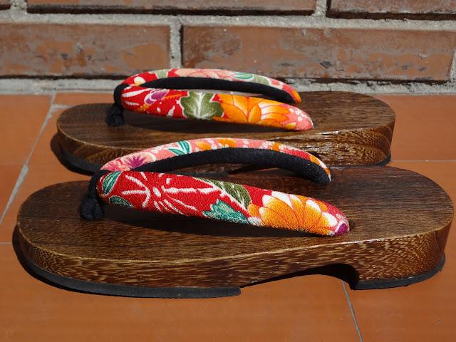 Sandalias geta de mujer