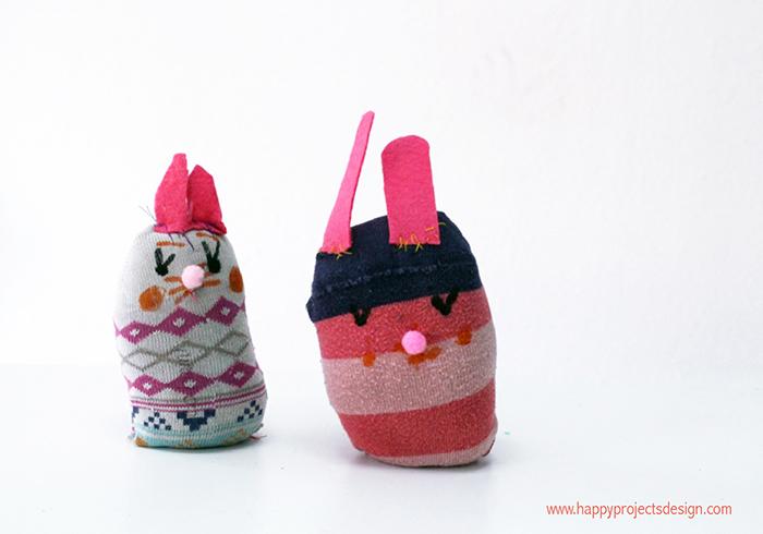 Upcycling con un calcetín: pollitos y conejitos de Pascua