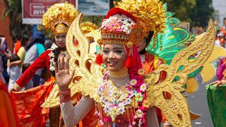 Gelar Pawai Ta'aruf Tahun Baru Islam dan Karnaval Kemerdekaan RI, Ini Harapan Ning Ita