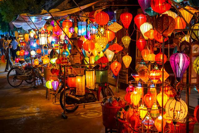 Gerai Penjual Lampion Warna Warni