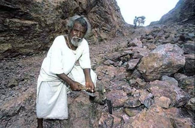Mountain man Dashrath manjhi | FreeMotives