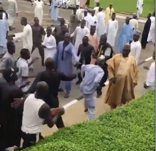 Video: Zamfara APC and PDP youths exchange blows inside the Supreme court premises