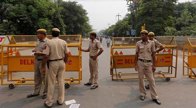 दिल्ली-पुलिस% 2Bcomplaint