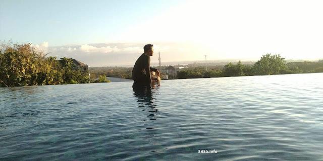 Kolam Renang Hotel di Ungasan Bali