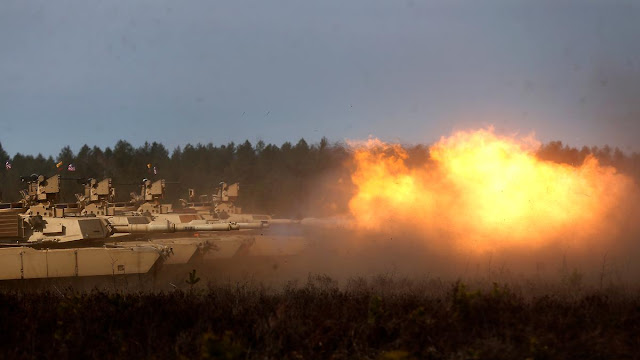 Exibição do poder de fogo dos tanques Abrams estacionados pelos EUA nos países bálticos