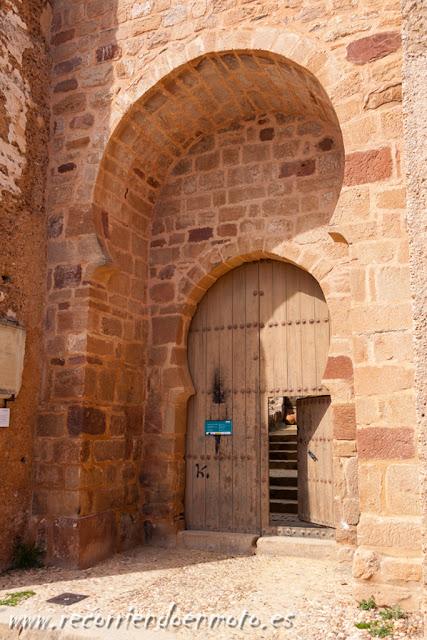 Entrada al castillo de Baños de la Encina