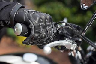 Cómo encontrar los guantes de motocicleta adecuados para ti