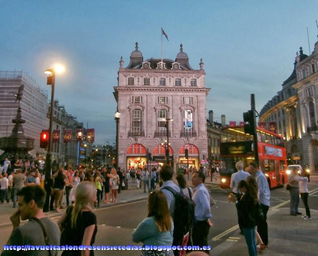 Rótulos luminosos de Piccadilly Circus.