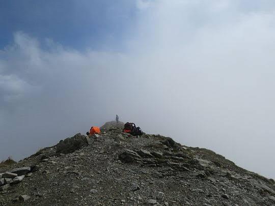 Grzbiet odchodzący od szczytu na południe.