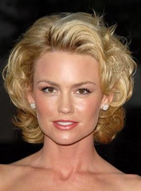 model potongan rambut bergelombang wanita tahun 2006