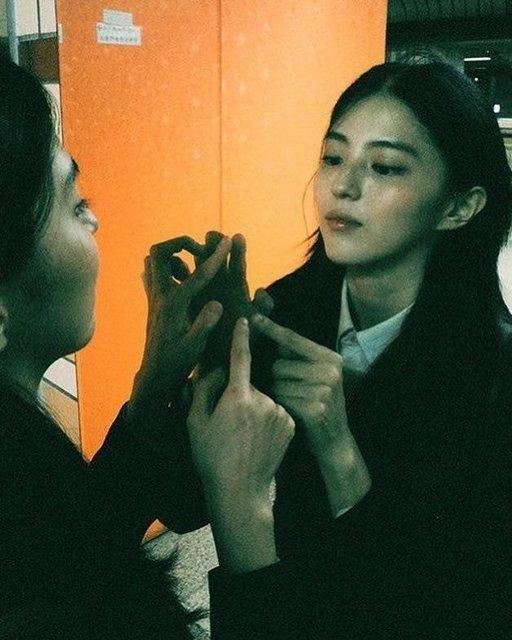 Yükselişteki aktris Han So Hee'nin liseden fotoğrafları yayınlandı