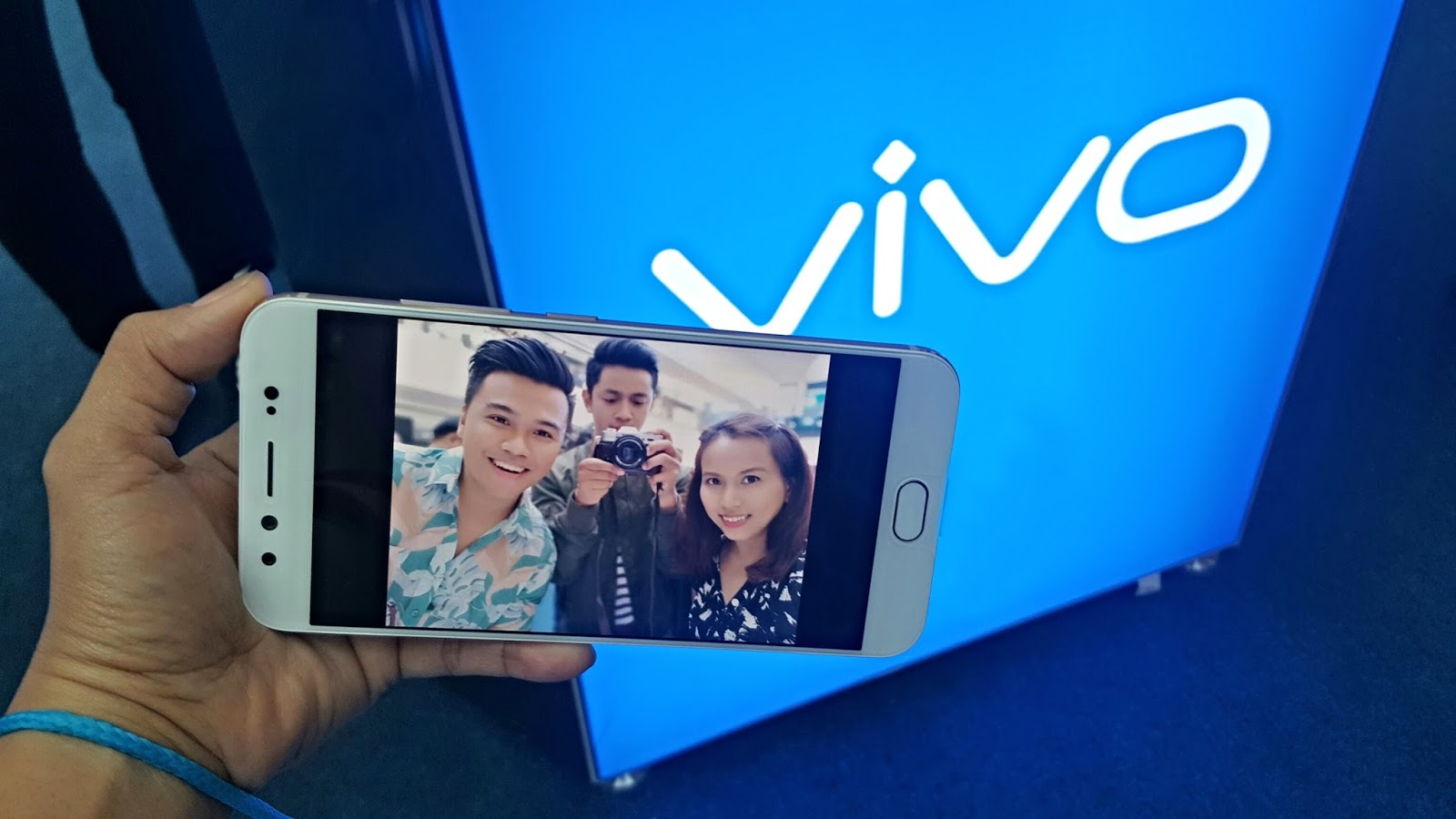 level up your selfie game with vivo v5 plus the contemporary boy. Black Bedroom Furniture Sets. Home Design Ideas