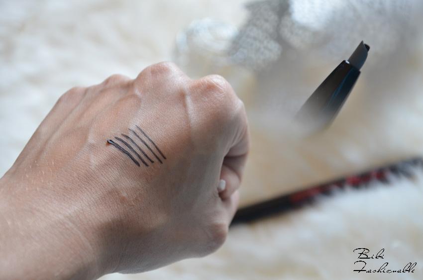 Lasting Drama 36 h Gel Eyeliner Swatch inkl 1 Click