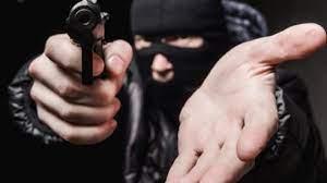 Violência: Câmera de segurança flagra assalto a mão armada na Caramuru, em Parnaíba
